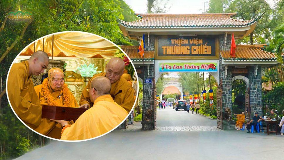 Thầy Thích Trúc Thái Minh và chư Tăng Ni chùa Ba Vàng khánh tuế Hòa Thượng Thích Thanh Từ