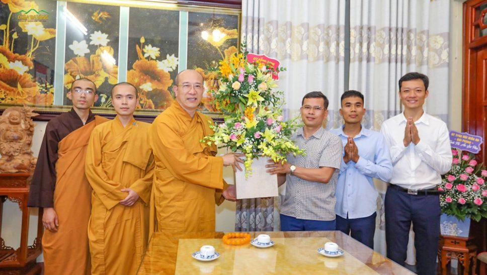 Phật tử chùa Ba Vàng tri ân Sư Phụ nhân ngày 20/11